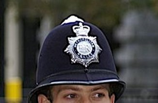 Policeman_on_duty__cropped