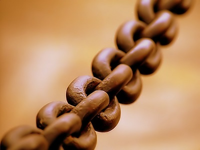 Links in metal chain