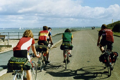 Cyclists_Isle_of_Wight