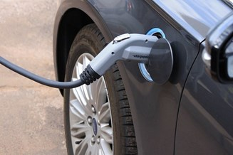 Charger in electric vehicle