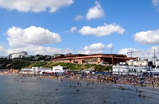 Bournemouth beach by Phil Guest CC BY-SA 2.0.jpg
